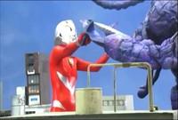 Giantess Heroine Battles Alien Invaders